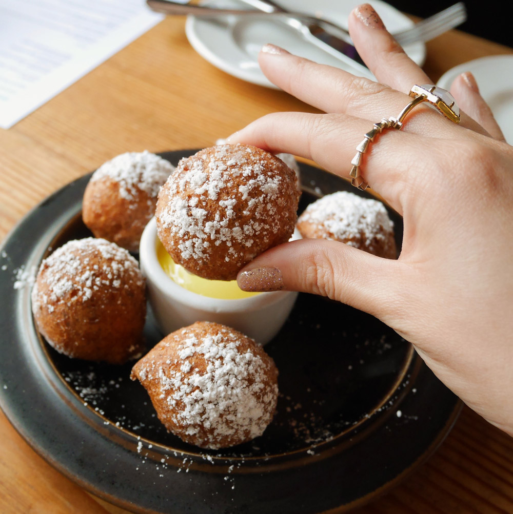 Ricotta Donuts with Lemon Curd, Accanto